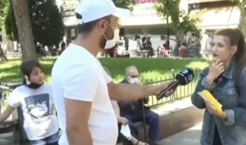 فتاة تركية ترمي افتراءات كاذبة على السوريين و ترد عليها طفلة سورية