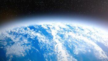 طبقة الأوزون تحفظ الحياة على سطح الأرض
